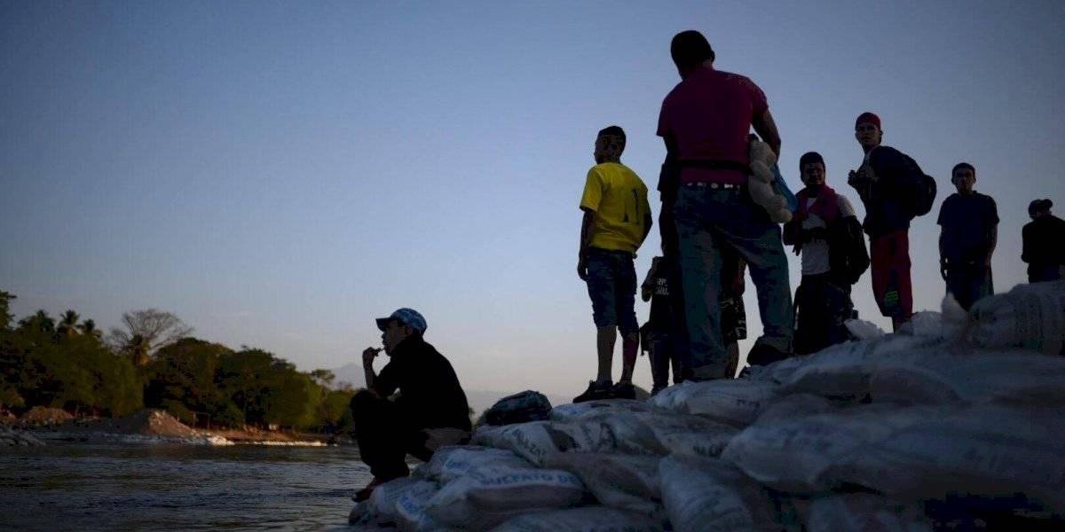 Hondureños con destino a EE.UU. buscan entrar en bloque a México