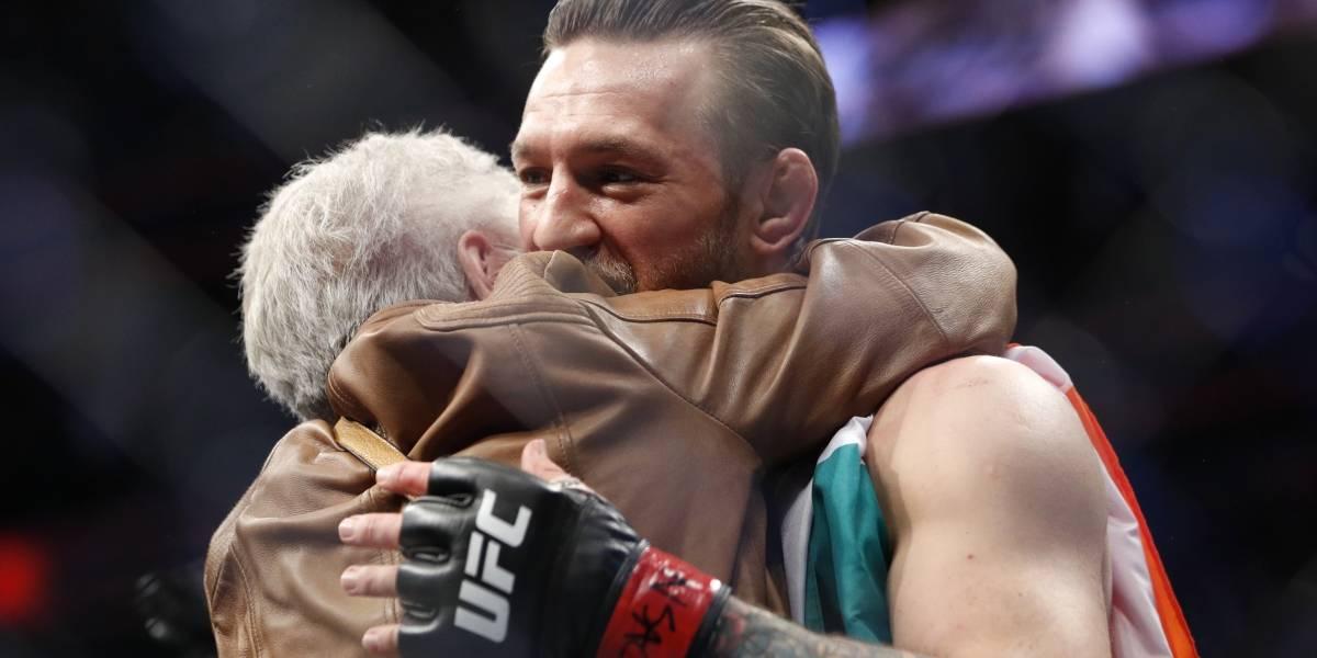 VIDEO: El emotivo momento de Conor McGregor con la abuela de 'Cowboy' Cerrone