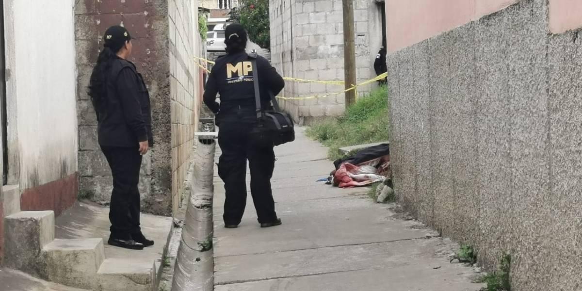 Mujer es brutalmente apuñalada y abandonan su cuerpo en la zona 18