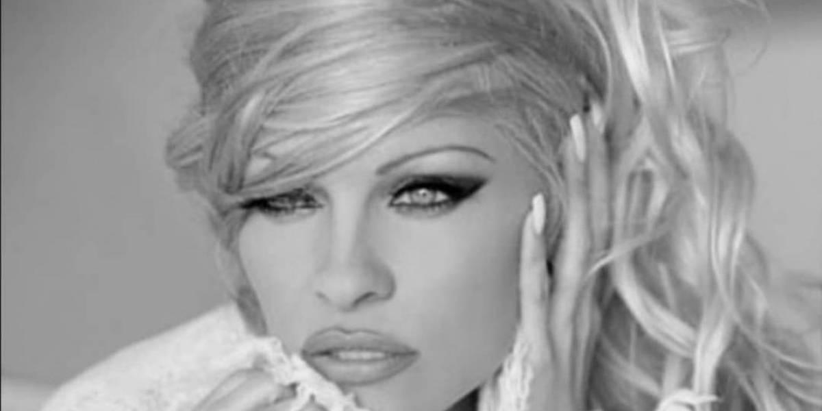 Pamela Anderson recreó su icónica carrera en Baywatch en un comercial australiano