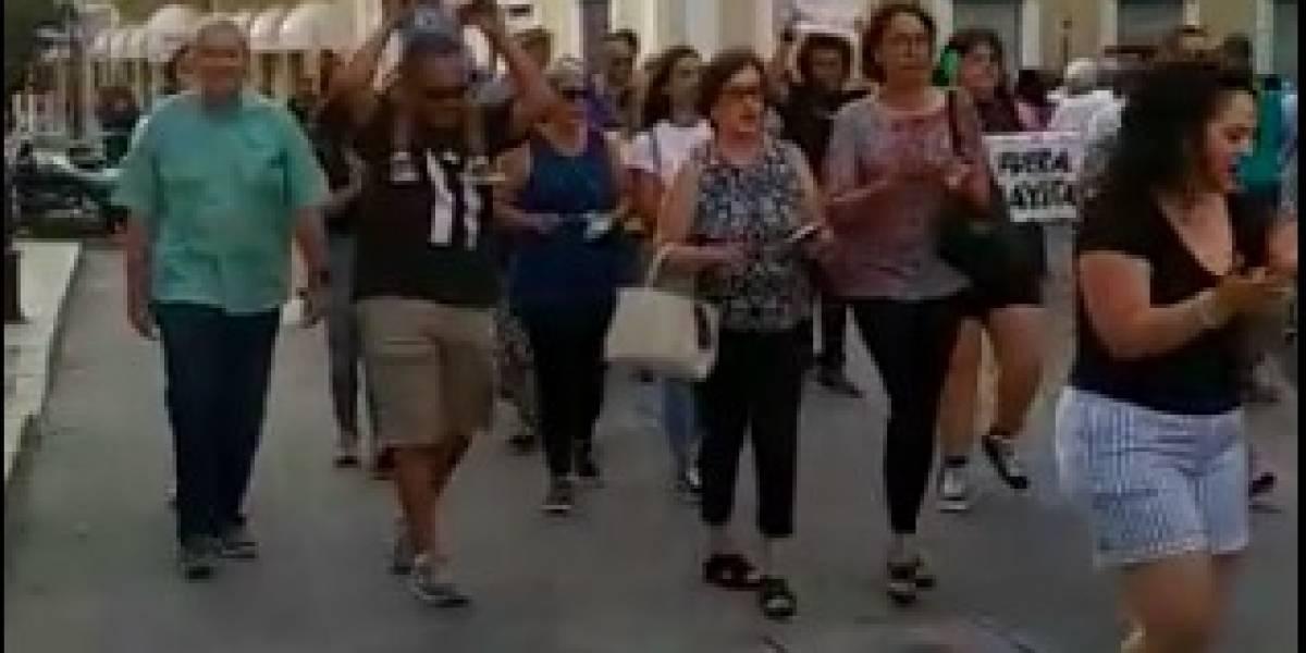Manifestantes en Ponce piden a alcaldesa que renuncie luego de hallazgo de almacén