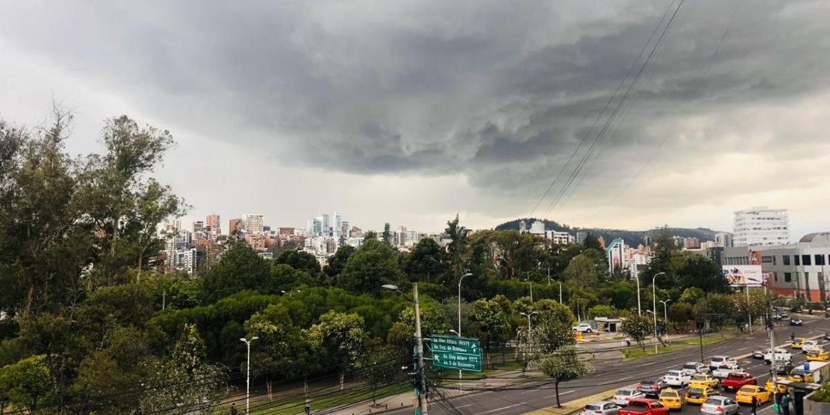 ¡Al fin llueve en Quito! Tras fuerte radiación caen las primeras gotas de agua