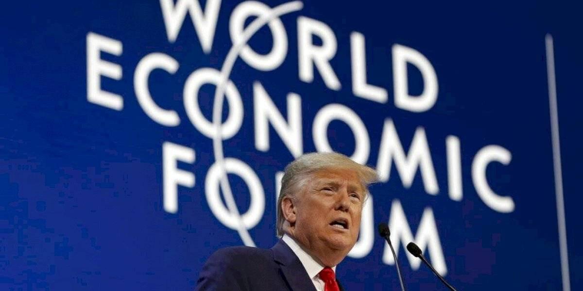 """Trump presume """"espectacular"""" economía de Estados Unidos en Davos"""