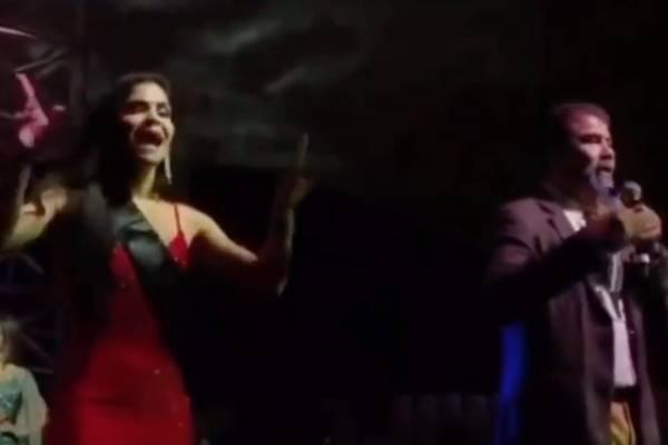 """""""¡Es un fraude!"""": Miss Colombia acusa mafia y corrupción de """"Miss Global 2020"""" en pleno escenario"""
