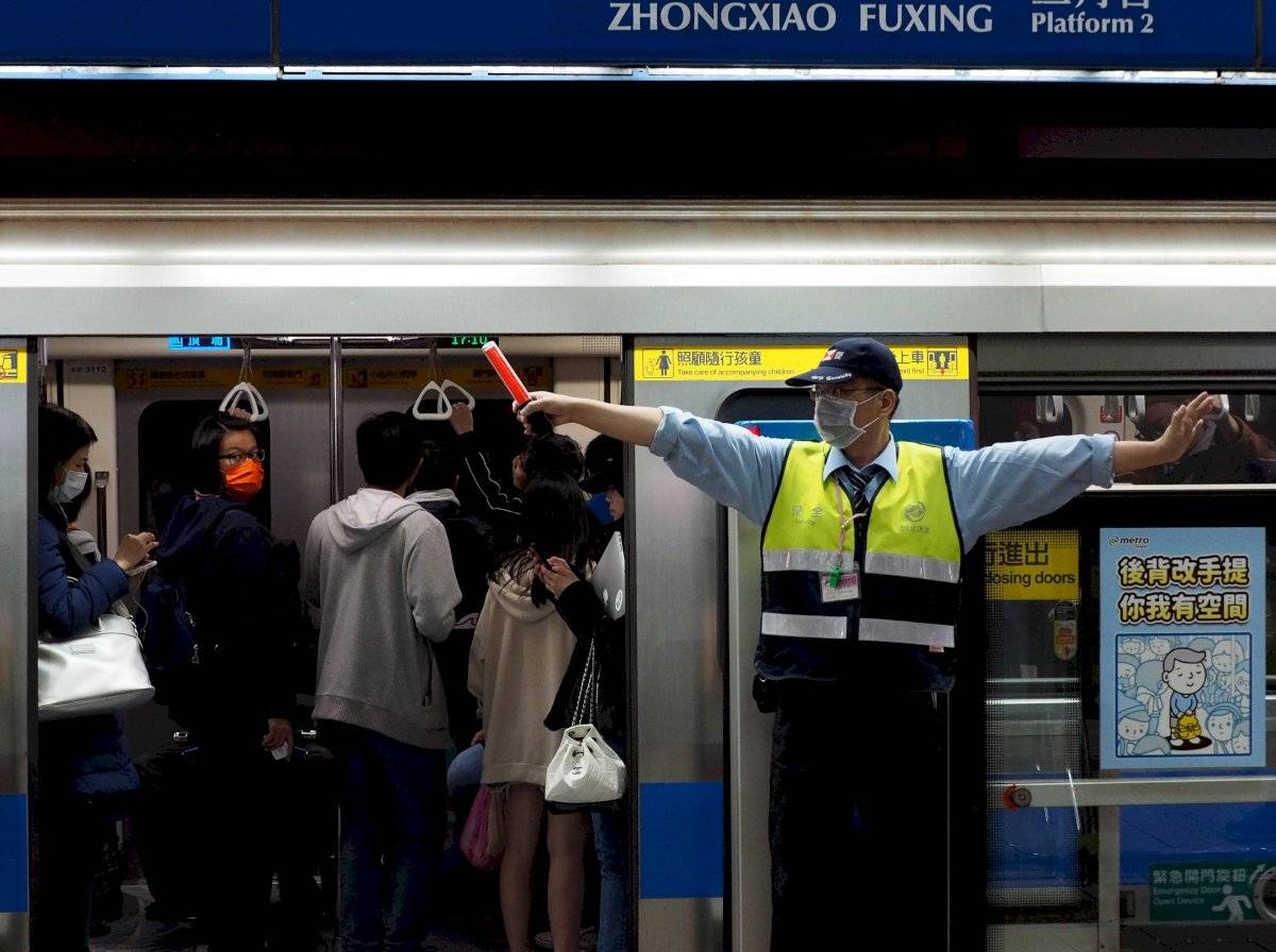 Coronarivus de Wuhan puede transmitirse entre humanos