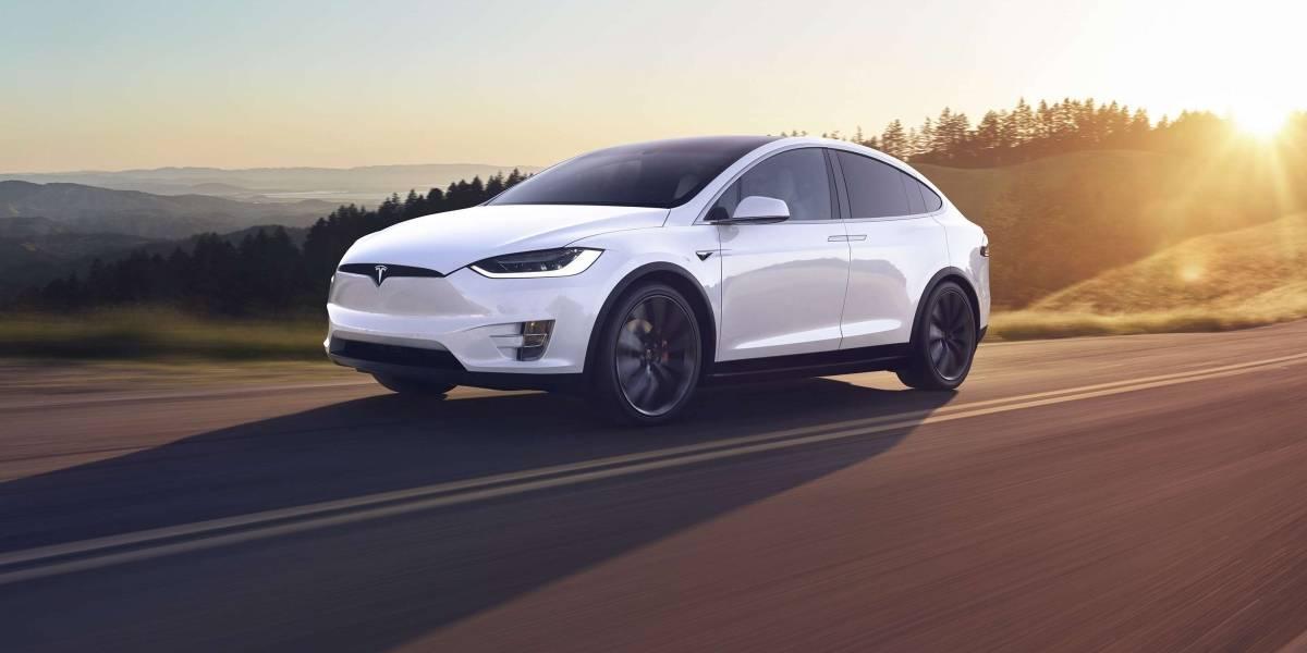 Analizan más de 100 quejas sobre autos Tesla por problemas de aceleración y accidentes