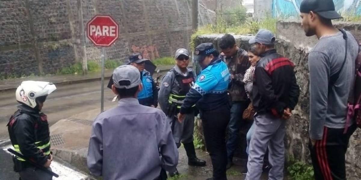 Guardia del Trolebús fue agredido por sacar a vendedor informal de la parada