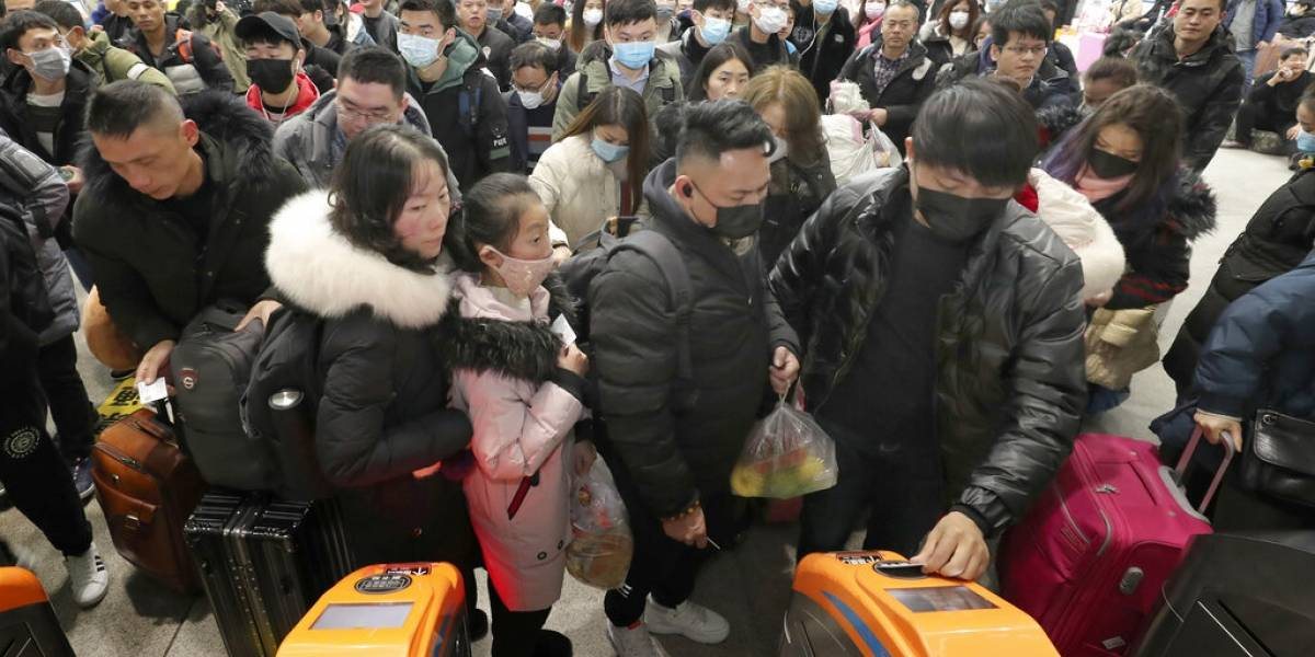 Estudiante chilena que estaba atrapada en China podría tener cuarentena al llegar a Chile