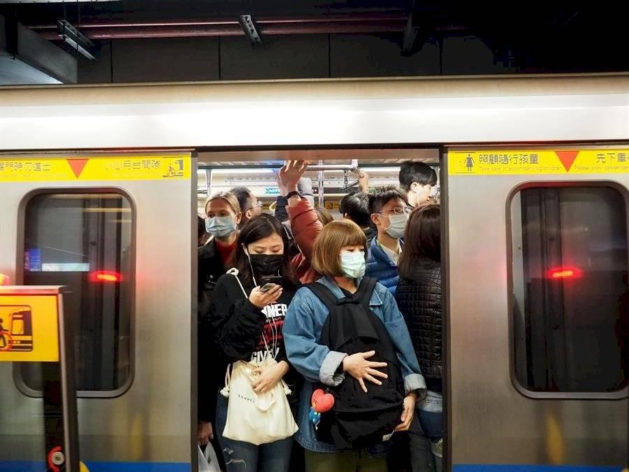 China cierra todos los transportes de Wuhan para cortar la transmisión del coronavirus