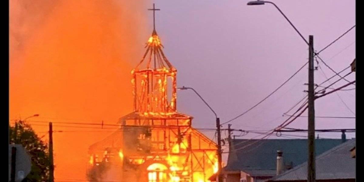 Incendio destruyó totalmente iglesia San Francisco en Ancud