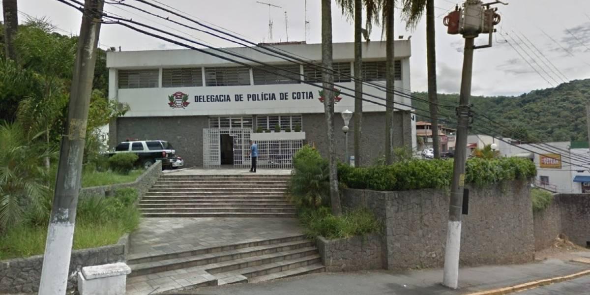 Quadrilha rouba chácara em Cotia, faz família refém e troca tiros com policiais