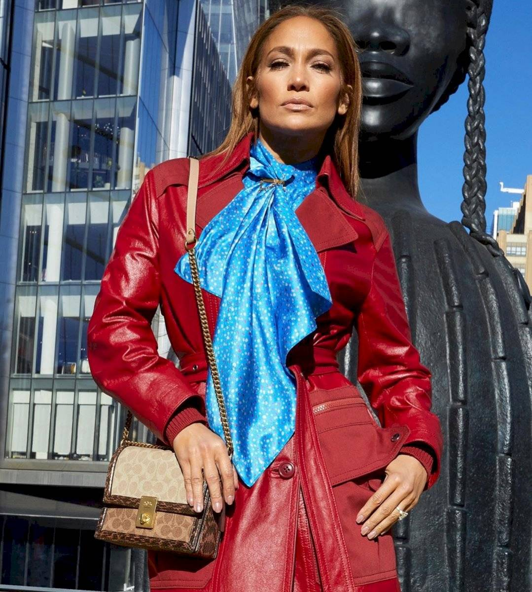 Jennifer Lopez impacta en New York con unos outfits de lujo