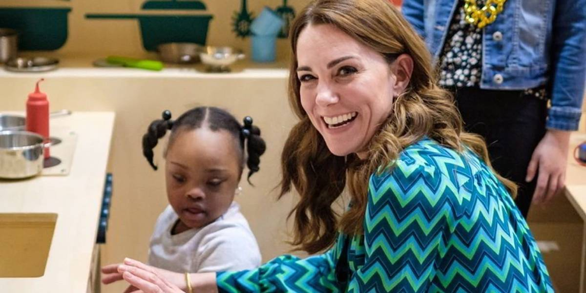Kate Middleton impone los pantalones acampanados como moda para el 2020