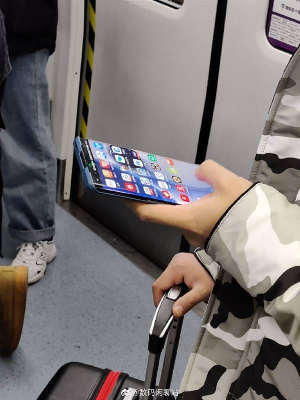 Huawei P40: Se filtran supuestas fotos del dispositivo donde se puede ver su pantalla