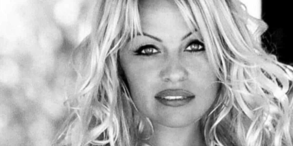 Pamela Anderson se casó por quinta vez con un productor 22 años mayor que ella