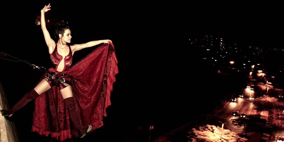 'Flying Colors': Espetáculo de balé mistura circo, dança e teatro do alto do Farol Santander