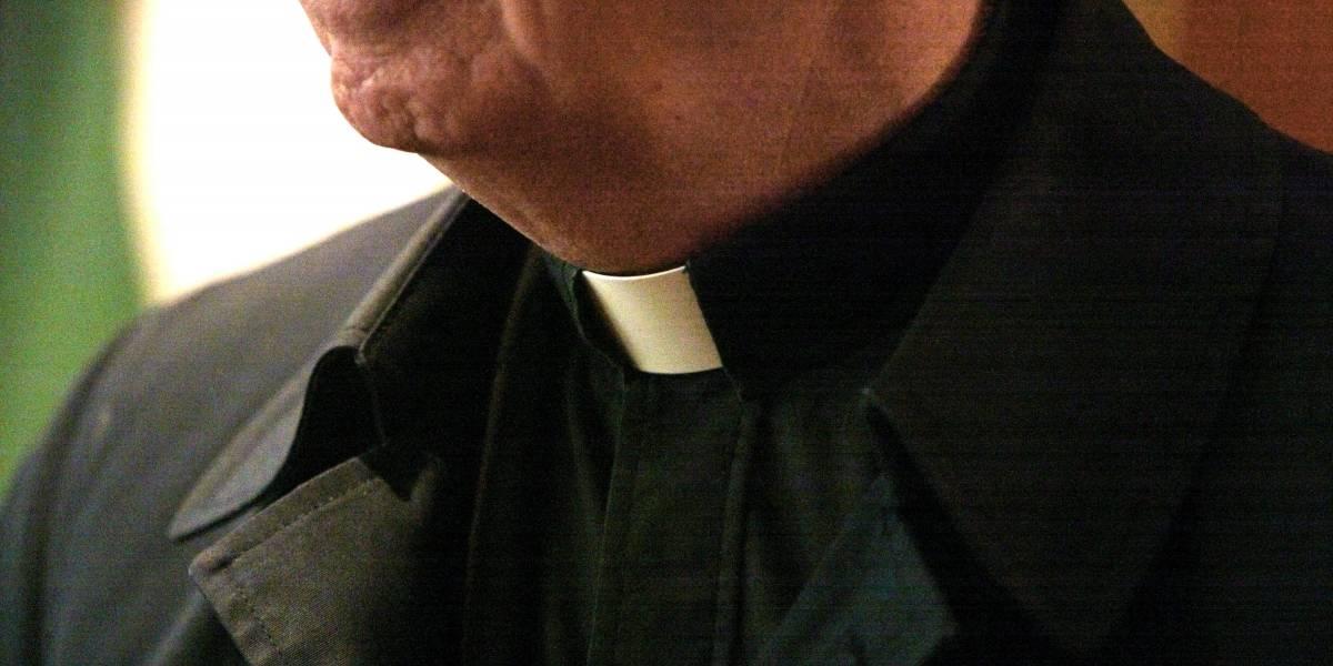 Sacerdote estaría pagando a jóvenes para tener relaciones en parroquia de Bogotá
