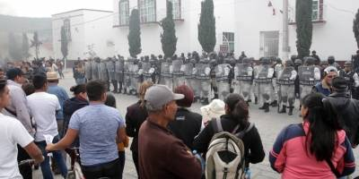 Queman patrullas y piden la renuncia del alcalde de Amozoc