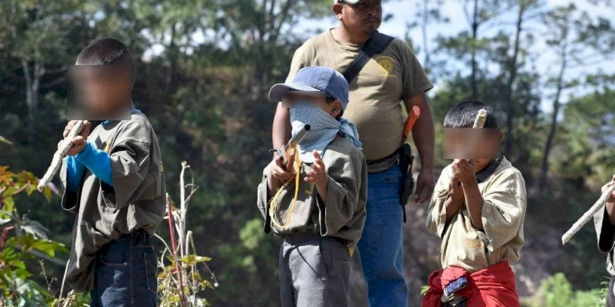 """Policía comunitaria de Chilapa arma a menores """"para defender a su pueblo"""""""