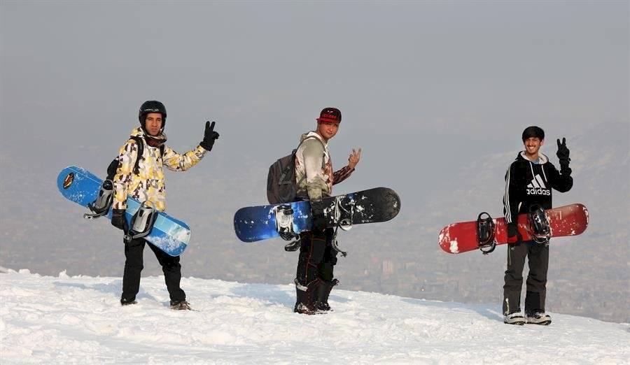 El snowboard lleva a los afganos más allá del peligro