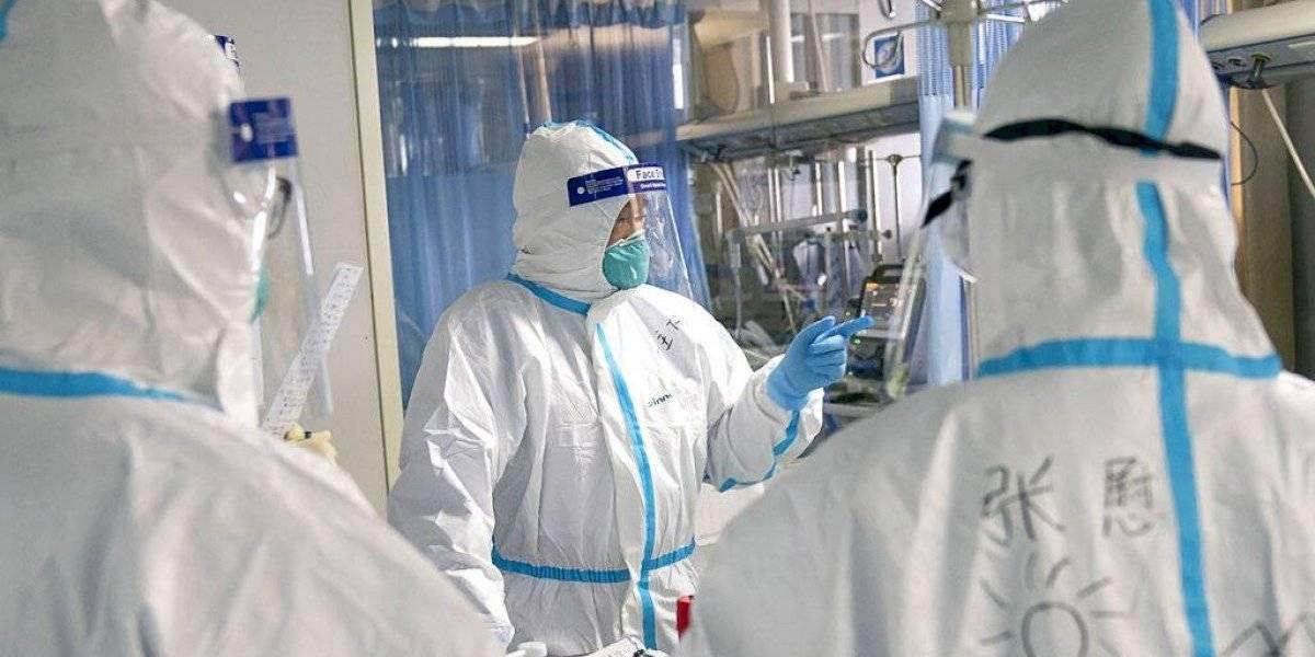 El caso que alerta a los expertos: mujer vuelve a enfermarse de coronavirus tras ser dada de alta