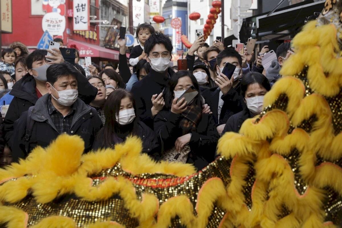 Una imagen cotidiana fue ver a personas festejando portar cubrebocas
