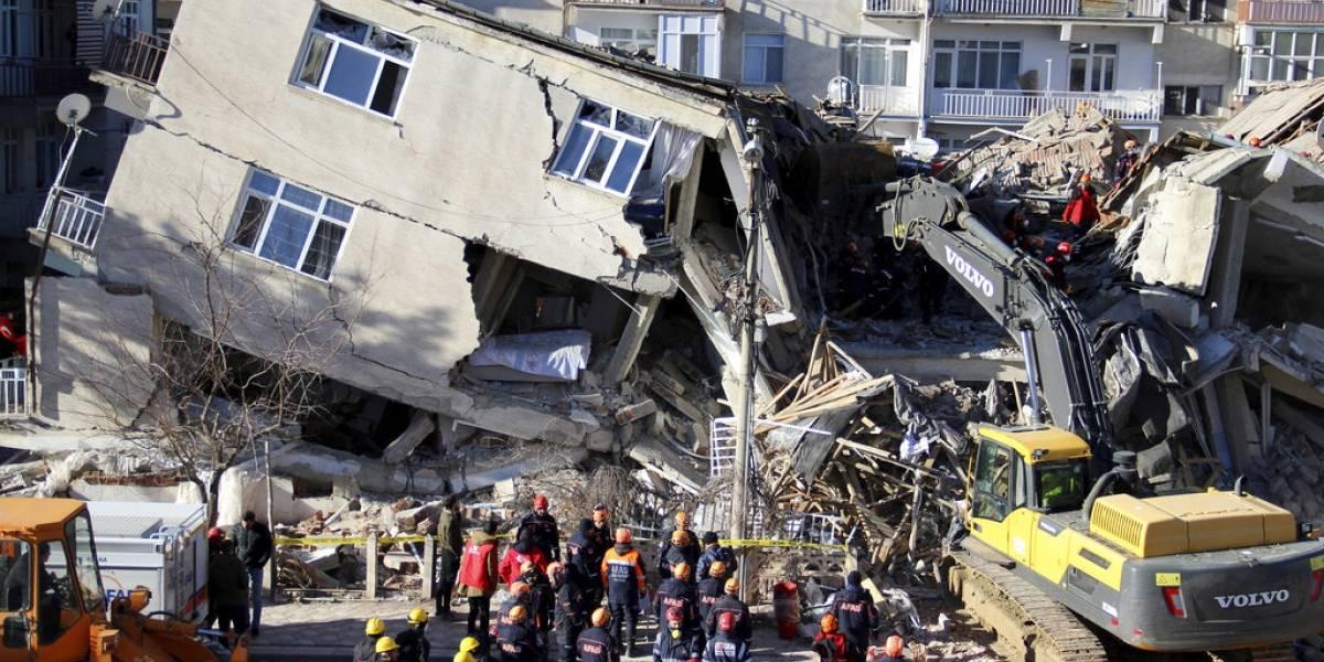 Aumentan a 21 los muertos por un sismo en el este de Turquía