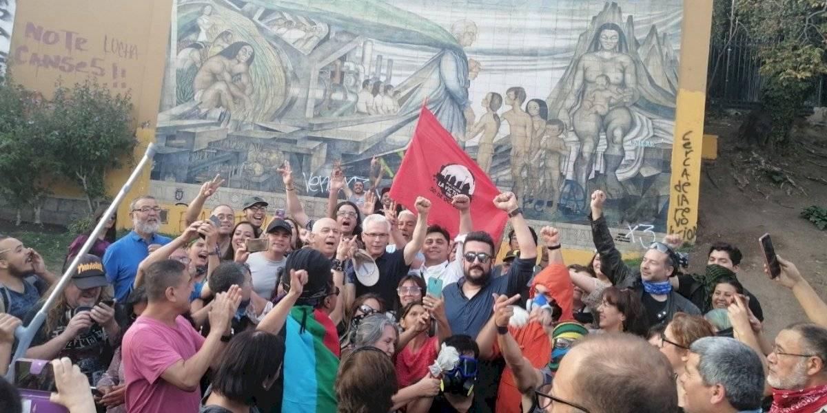 """""""Es una provocación"""": UDI condenó la presencia de Baltasar Garzón en jornada de manifestaciones en Plaza Italia"""