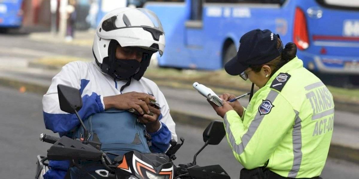 Quito: 150 vehículos sancionados por estar mal estacionados