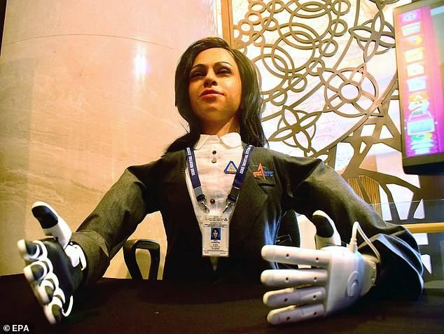 Mujer robot: India crea primer prototipo que será enviada al espacio