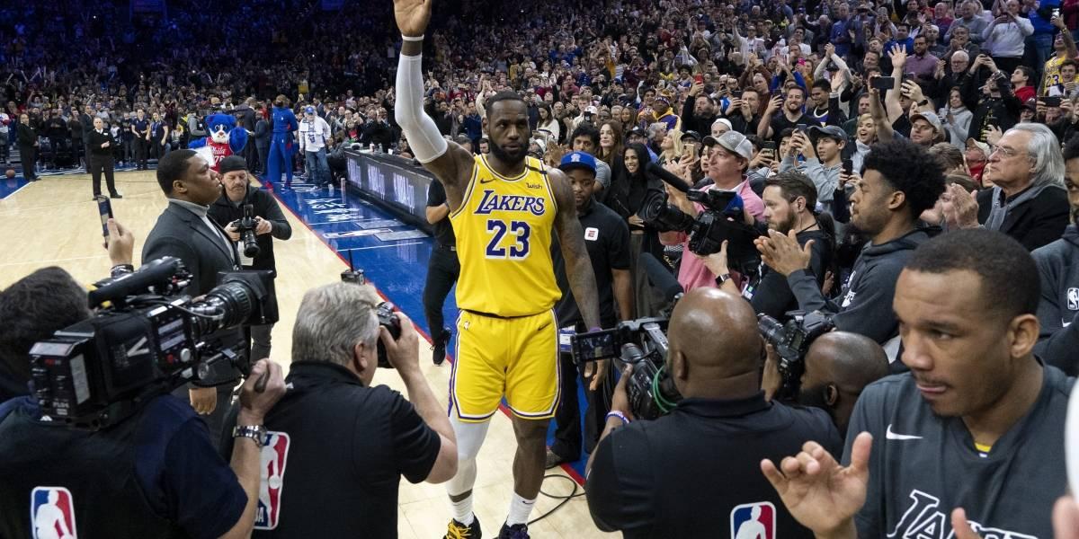 James rebasa a Bryant como tercero en anotadores de la NBA