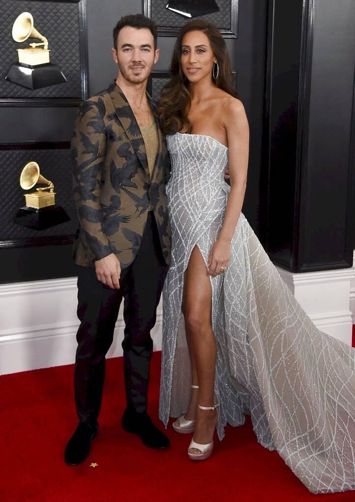 Integrante de los Jonas Brothers con su pareja