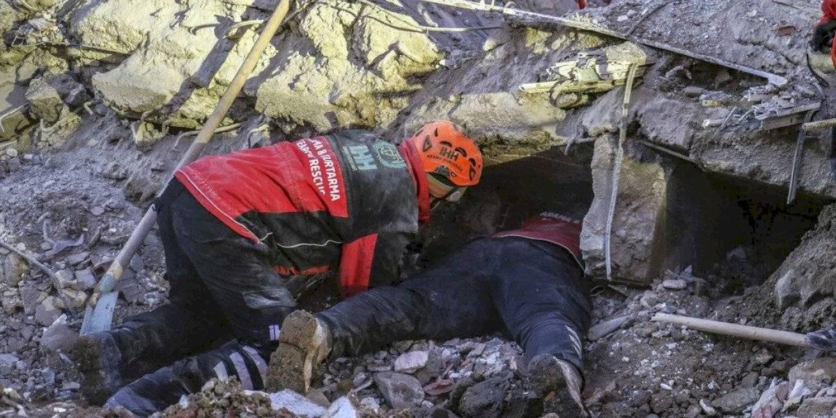 Terremoto en Turquía deja a por lo menos 35 personas muertas tras sismo de 6.8