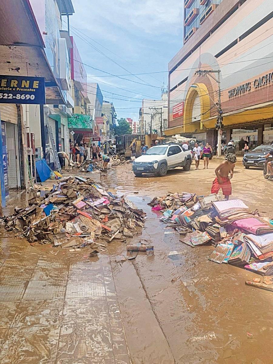Ruas tomadas por lama em Cachoeiro (ES)