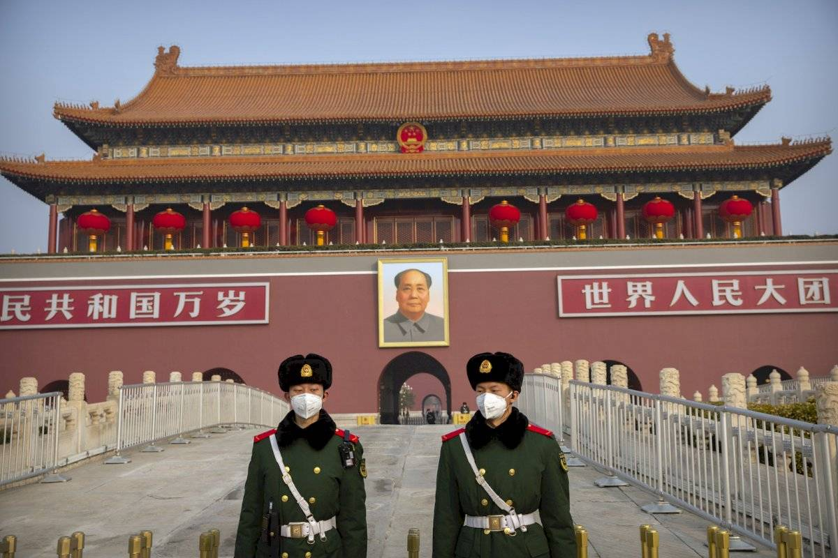 Este domingo, el director de la Comisión Nacional de Sanidad de China, Ma Xiaowei, dio un ejemplo claro: cada día, en Wuhan, hacen falta 100 mil buzos de protección para el personal sanitario