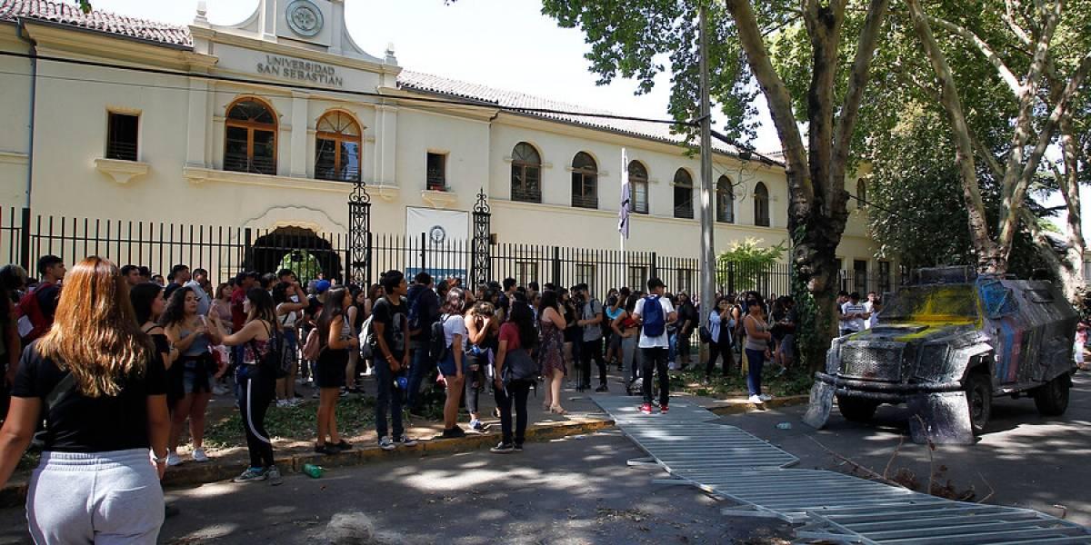 Otra jornada tensa de PSU: incidentes retrasaron la prueba en Providencia