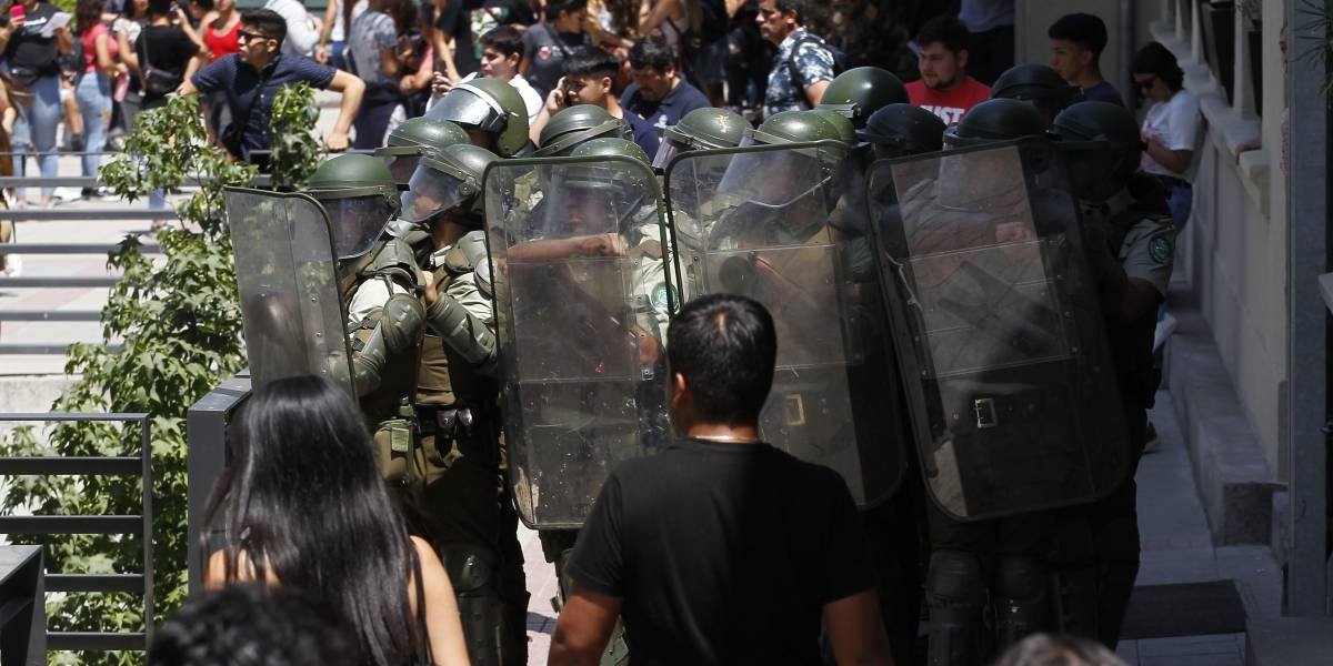 Balance de otra polémica jornada de PSU: 41 detenidos en protestas a nivel nacional