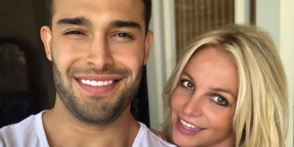 Britney Spears celebra el cumpleaños 'adelantado' de su novio con sensuales fotos junto a él