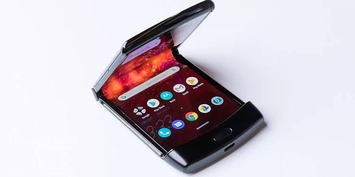 Motorola quiere que trates con muchísimo cuidado la pantalla del nuevo RAZR