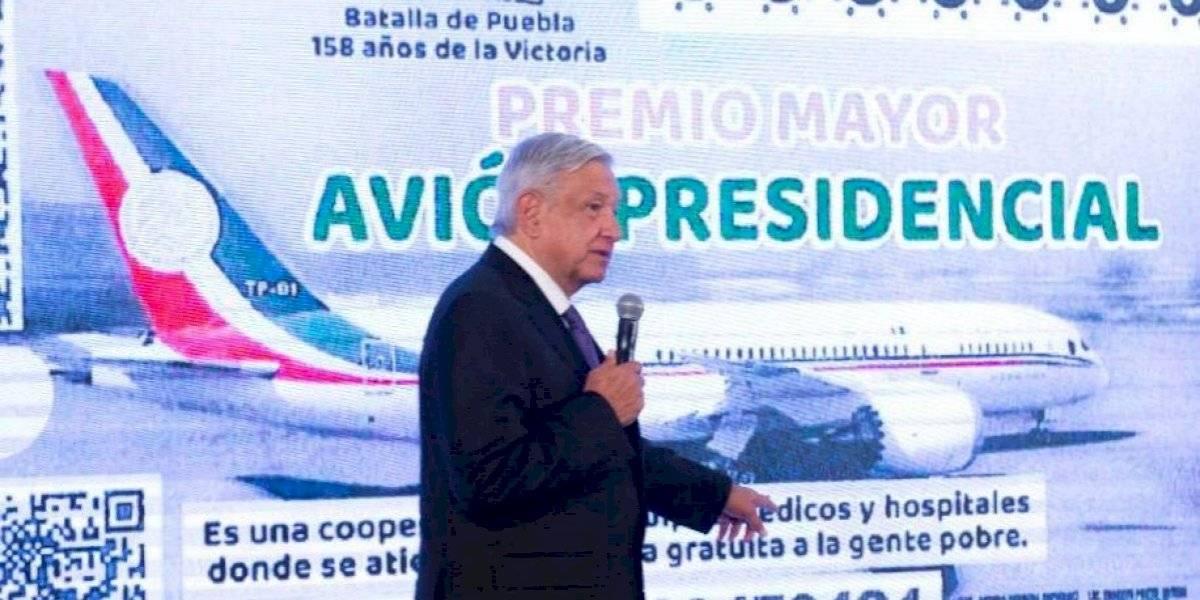 Revela AMLO el diseño del 'cachito' para la rifa del avión presidencial