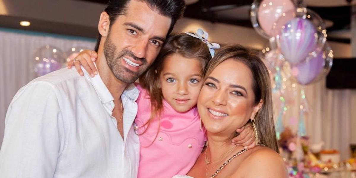 ¿Se copió de Kylie Jenner? Adamari Lopez le regalará una casa de muñecas tamaño real a su hija