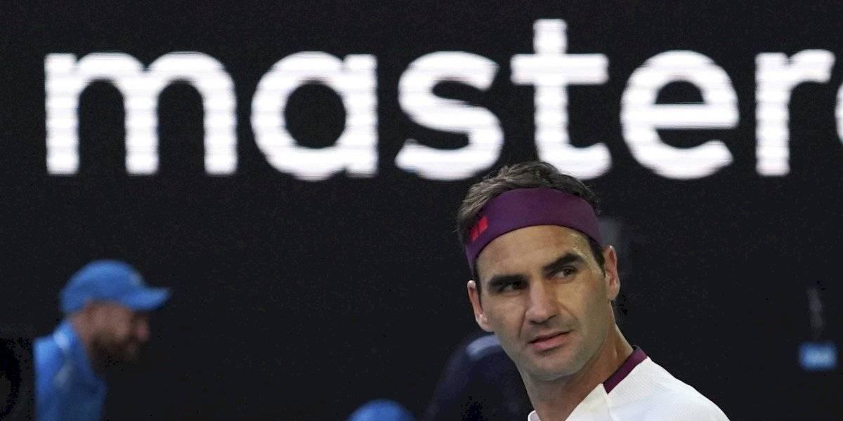 """¡Maestro! Federer se saca un """"7"""" en esfuerzo para citarse por 50ª vez con Djokovic en duelo de máximos campeones de Australia"""