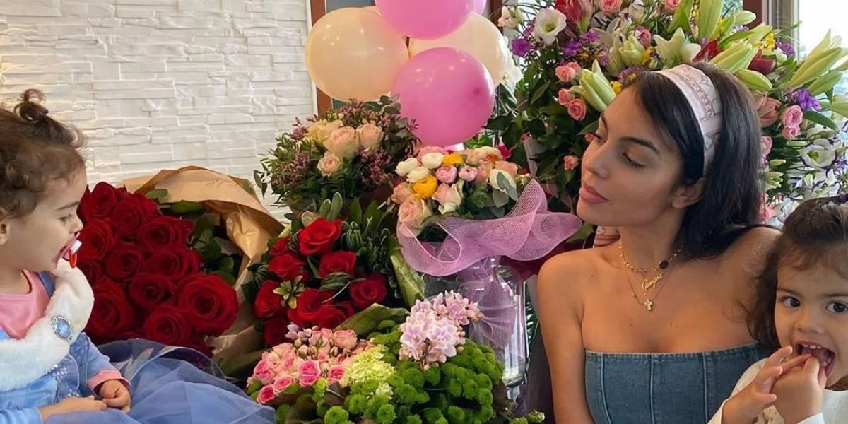 """Georgina Rodríguez celebró sus 26 años rodeada de cientos de flores y de su """"marido"""" Cristiano Ronaldo"""