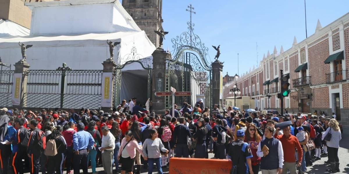 Poblanos hacen largas filas para visitar la Capilla Sixtina