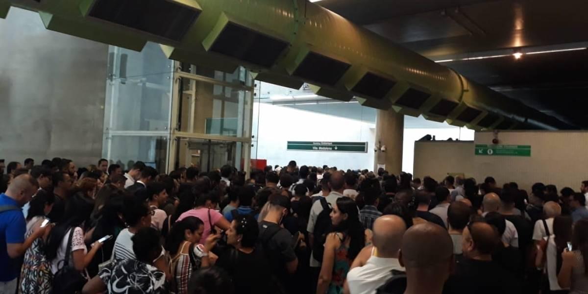 Usuários reclamam de superlotação na linha 15-Prata do Metrô
