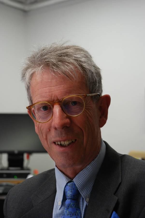 Robert Hazell, profesor de gobierno y constitución en el University College London, Reino Unido