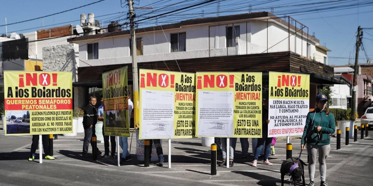 Protestan por bolardos en La Paz
