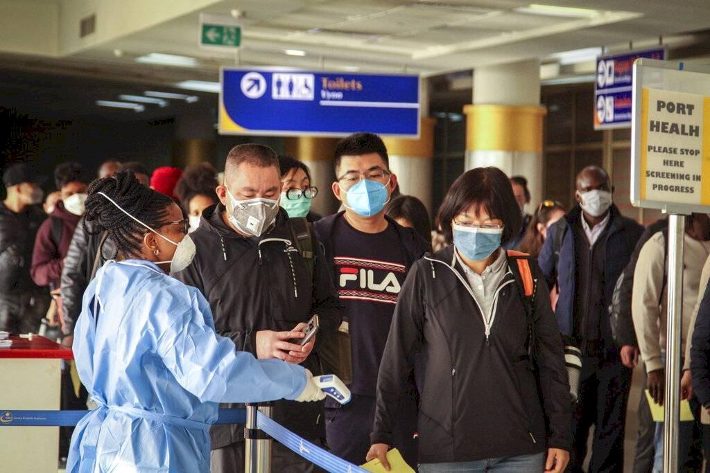 controles en aeropuertos por casos de coronavirus AP