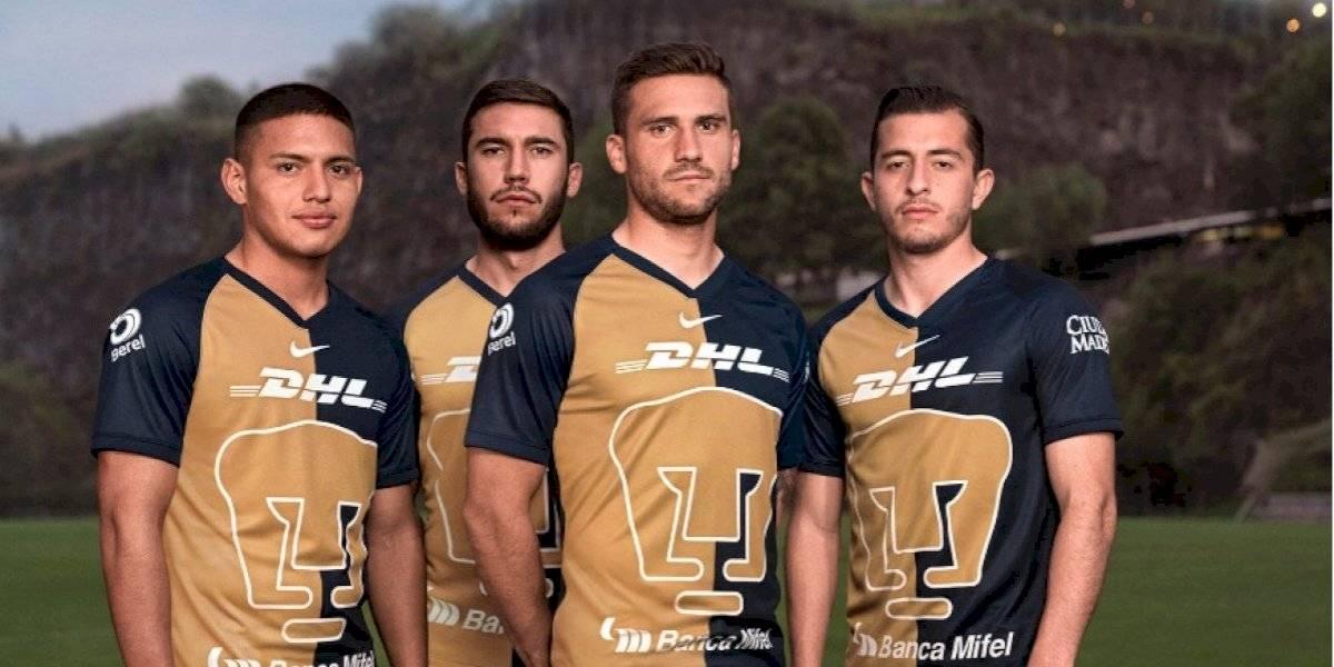 Pumas presenta su tercera jersey inspirado en modelo del 2001