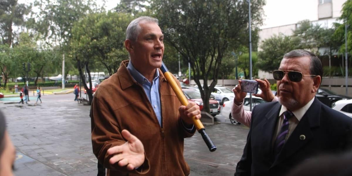 Rafael Correa arremete contra su hermano Fabricio, pese a que no declarará contra él